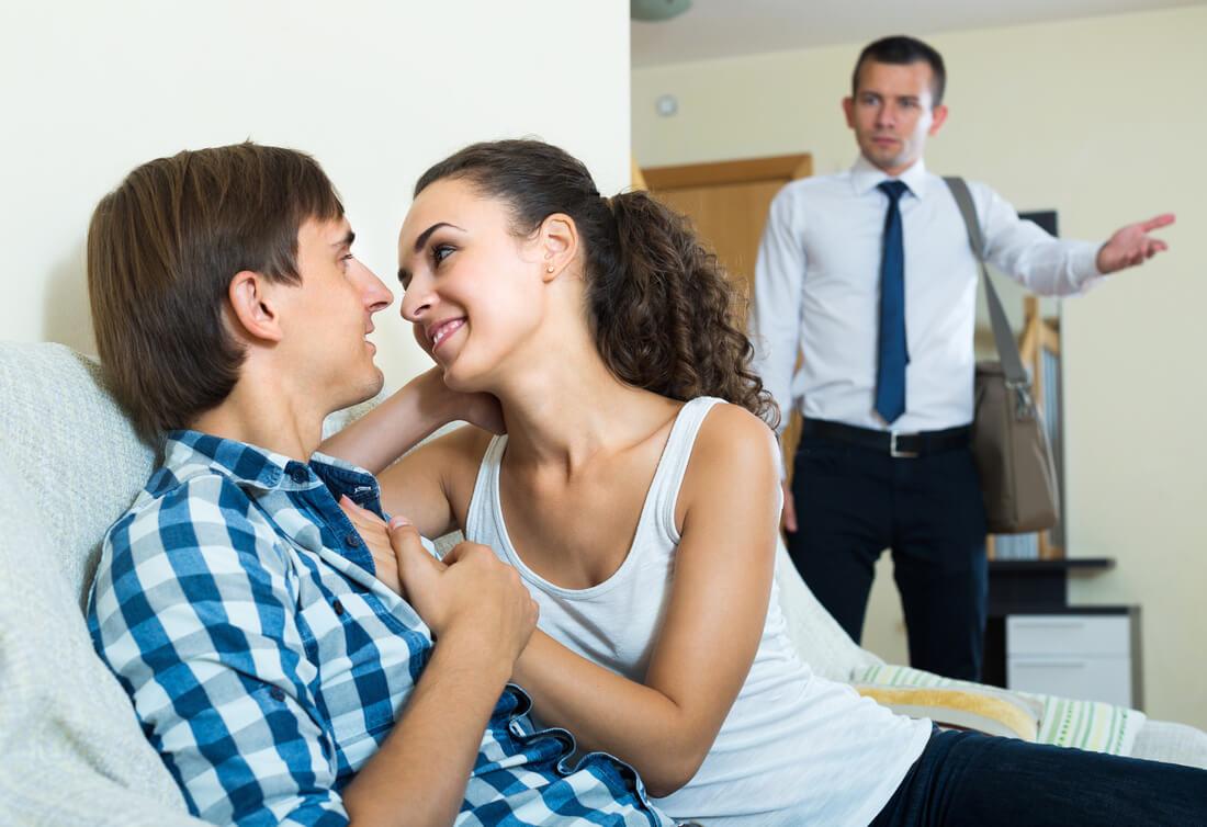 если жена изменяет мужу с его друзьями