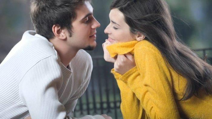 Как дать понять парню, что ты влюблена