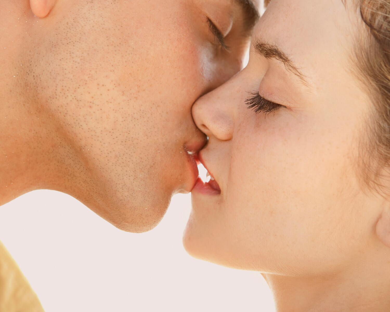 Как целоваться с языком