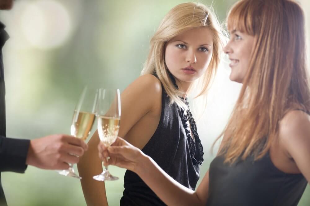 Как заставить девушку ревновать