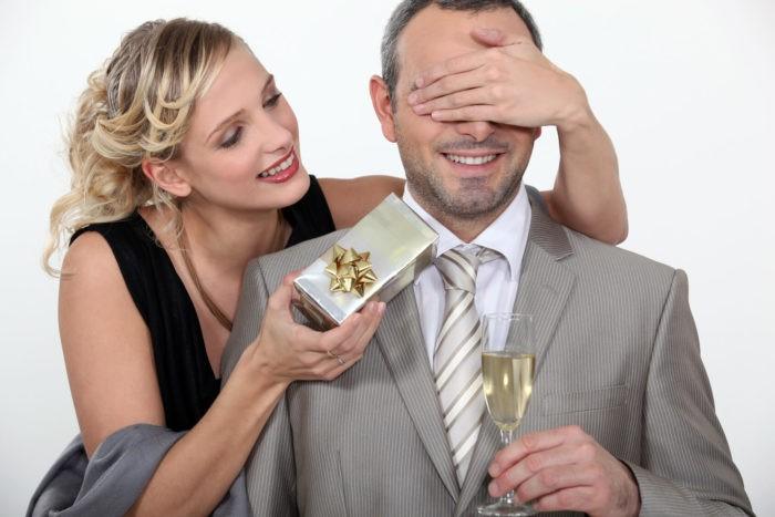 Что не стоит дарить женатому