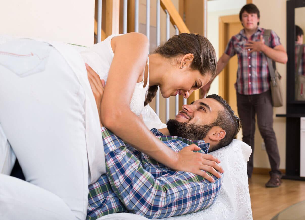 Как поймать неверную жену на измене