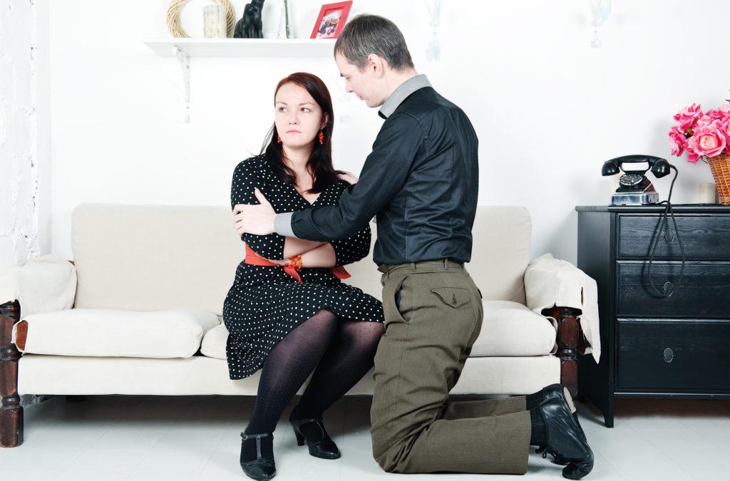 Осени для, картинки женщина плачет на коленях у мужчины