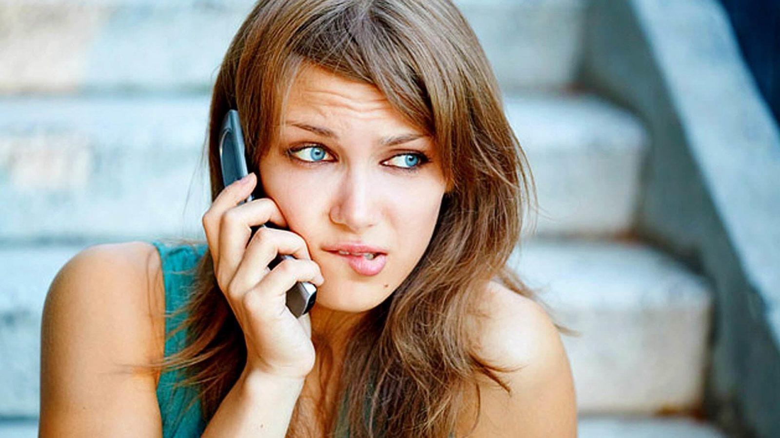 О чем можно поговорить с парнем по телефону