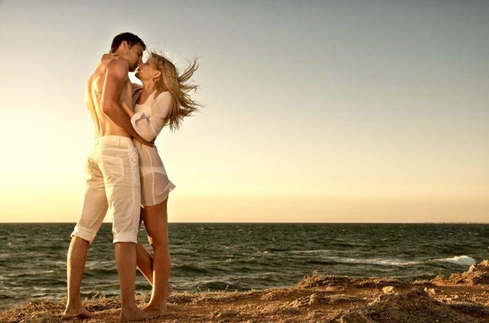 Романтическая прогулка по берегу