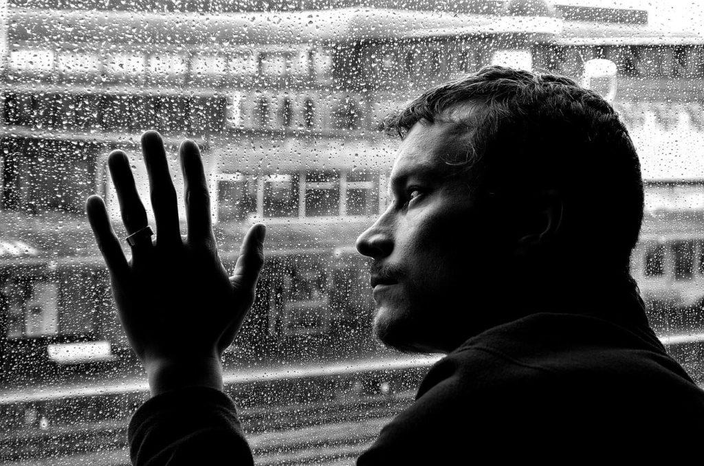 Как мужчины переживают разрыв