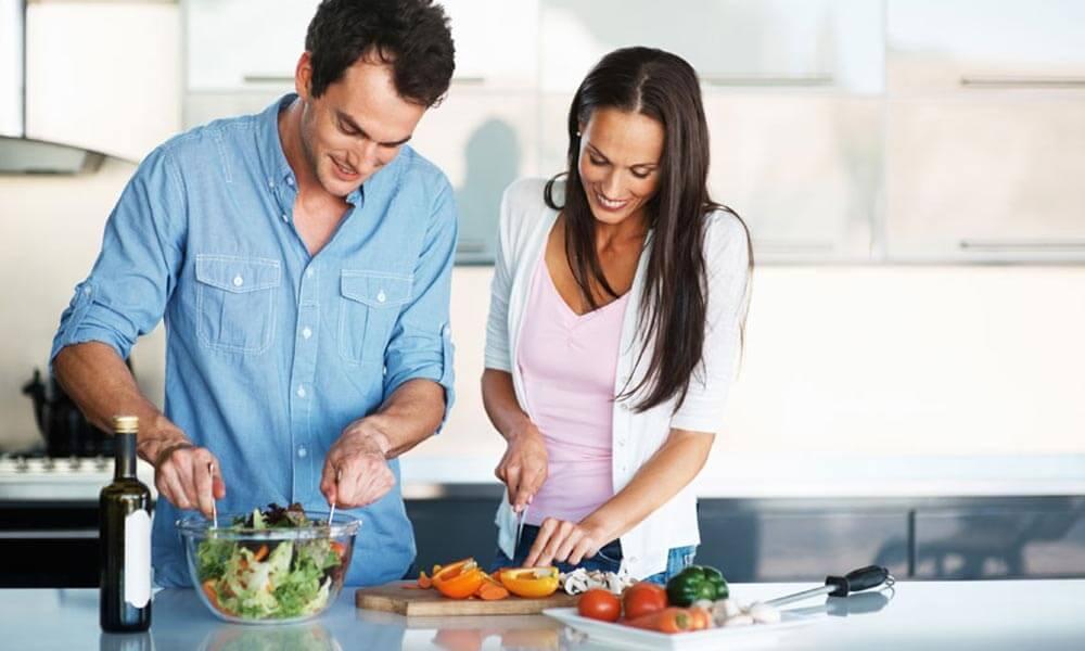 Приготовить совместный тематический ужин