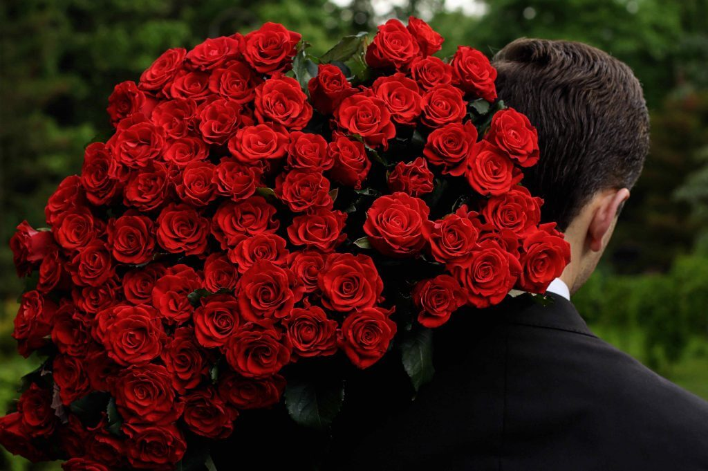Сколько роз можно дарить