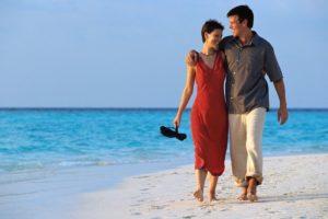Прогулка влюбленных по пляжу