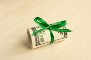 Можно ли дарить деньги на годовщину