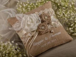 Что подарить на льняную свадьбу