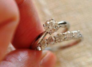Помолвочное кольцо и обручальное