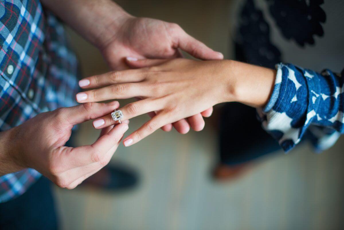 Зачем организуют помолвку