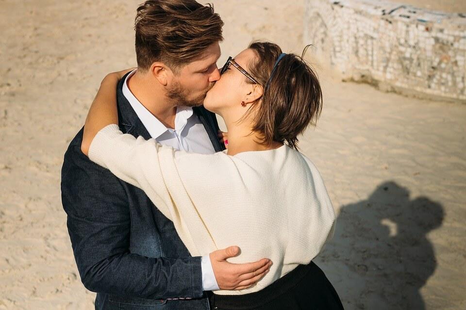 Отношения женщины-Водолея и мужчины-Рака в любви