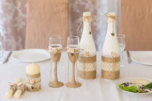 Украшение свадебных бутылок в стиле рустик