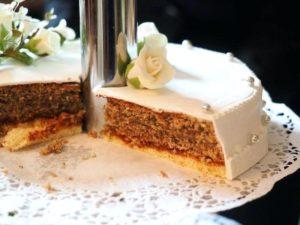 Свадебный торт в разрезе