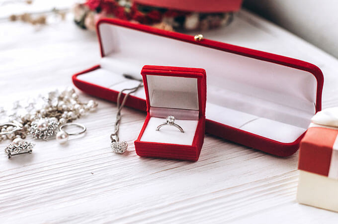 Что подарить на бриллиантовую свадьбу