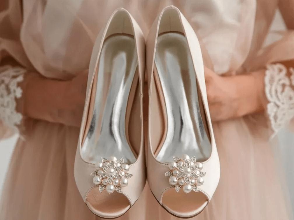 Свадебные туфли с открытым носком