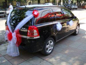 Украшение багажника свадебной машины
