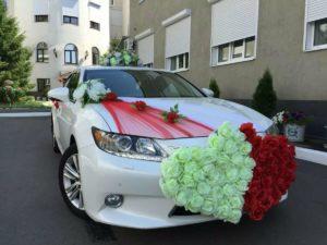 Украшение цветами свадебной машины