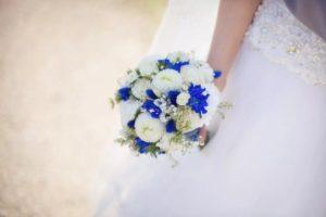 Бело-синий свадебный букет