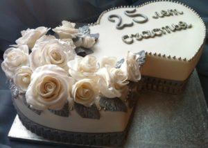 Торт-сердце на годовщину