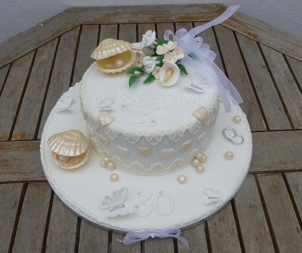 Торт свадебный с жемчужинками