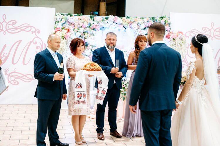 Традиция с караваем на свадьбу