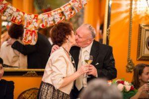 Как провести золотую свадьбу