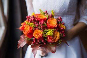 Осенний букет невесты с розами