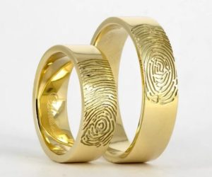 Обручальные кольца с отпечатками брачующихся